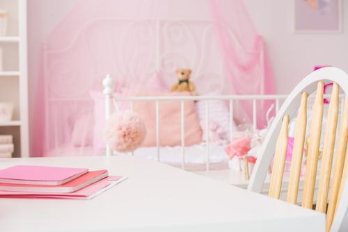 ピンク色で統一したかわいい部屋